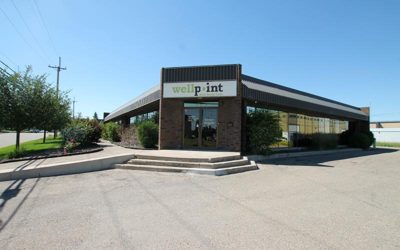 Airport Industrial, 201 Robin, 201 Robin Cr, 201 Robin Crescent, Saskatoon, Office, suburban office, standalone, stand alone, industrial, airport, Saskatoon Inn, hotel, office for lease, lease