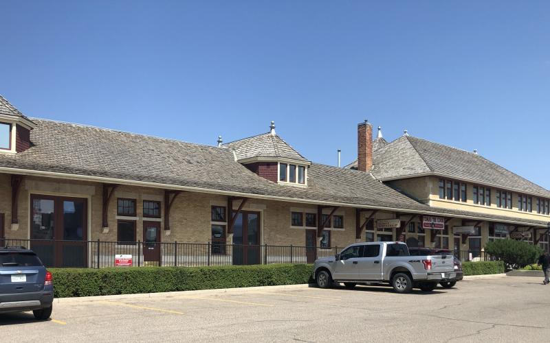 305 Idylwyld Dr N in Saskatoon SK, retail, office, for lease, saskatoon, Idylwyld Drive North, 650 SF, for lease